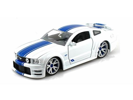 Ford: Mustang GT (2006) c/ Rodas Extras - Branco - Lopro - 1:24