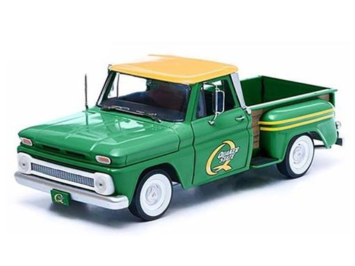 Miniatura Picape Chevrolet C-10 Stepside (1965) Quaker State - Verde - 1:18 - Greenlight