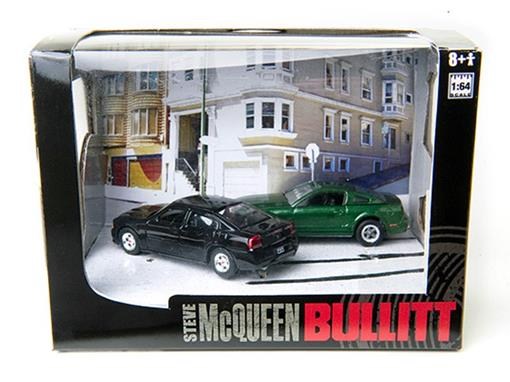 Diorama:  Bullitt Series 5 - Ford Mustang e Dodge Charger (2008) - 1:64