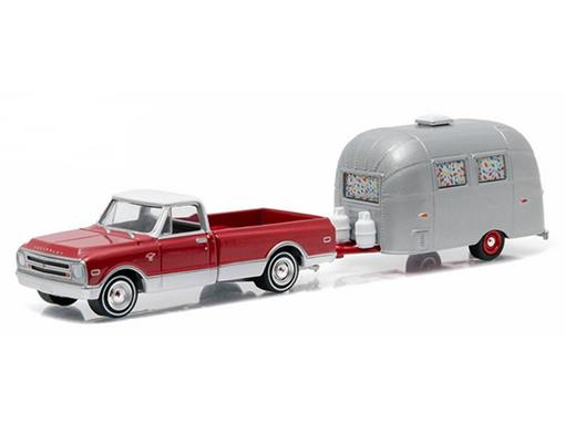 Chevrolet: C-10 c/ Airstrem 16 Bambi (1968) - Hitch & Tow - Série 6 - 1:64 - Greenlight