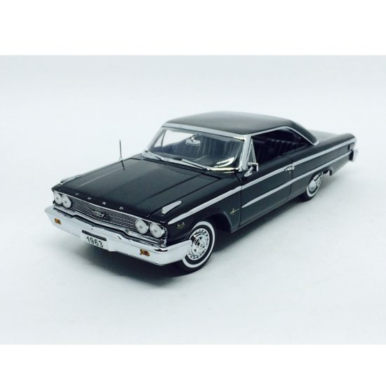 Miniatura Carro Ford Galaxie 500 XL (1963) - Preto - 1:18 - Sun Star