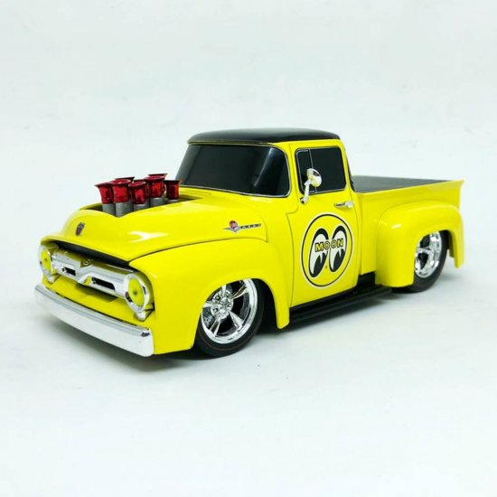 Miniatura Picape Ford F-100 (1956) - Mooneyes - 1:24 - M2 Machines