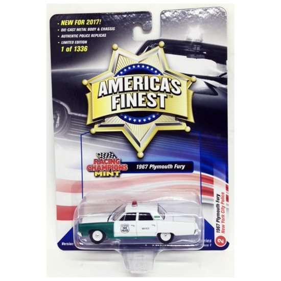 Miniatura Carro Plymouth Fury (1967) Polícia - America's Finest - 2017 Series - Branco / Verde - 1:64 - Johnny Lightning