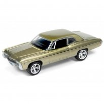 Miniatura Carro Chevrolet Impala (1968) - Muscle Cars U.S.A - 2016 Series - Dourado - 1:64 - Johnny Lightning