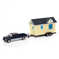Imagem - Chevrolet: Silverado 1500 Pickup c/ Casa Trailer (2002) - Tiny Houses - 1:64 - Johnny Lightning