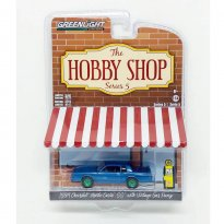 Imagem - Miniatura Carro Chevrolet Monte Carlo (1984) c/ Bomba de Gasolina - The Hobby Shop - 1:64 - Greenlight (Chase / Green Machine)