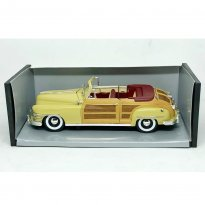 Imagem - Seminova - Miniatura Carro Chrysler Town & Country (1948) - 1:18 - Motor City Classics