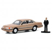 Imagem - Miniatura Carro Ford Crown Victoria (1992) c/ Figura - The Hobby Shop - Series 9 - 1:64 - Greenlight