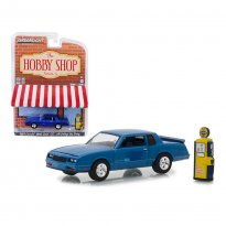Imagem - Miniatura Carro Chevrolet Monte Carlo (1984) c/ Bomba de Gasolina - The Hobby Shop - Serie 5 - 1:64 - Greenlight