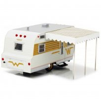 Imagem - Miniatura Trailer Winnebago 216 Travel (1964) - Hitch e Tow - 1:24 - Greenlight